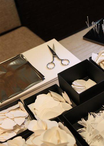 réalisation de bijoux en papier pour la clientèle de la boutique Chanel joaillerie à dubai