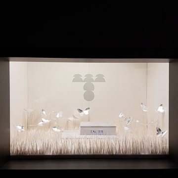 papillons en papier et herbe en papier