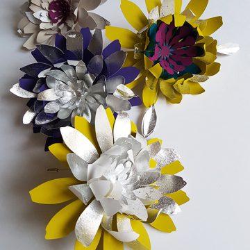 fleurs en papier pour des broches. évènement stéphane chapelle